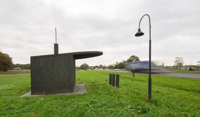 Monument voor de Benzinepomp / Monument for the Petrol Station ( H. Visch )