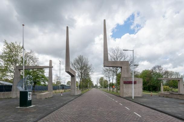 Plastisch teken (De Poort van Constant)  / Plastisch teken (The Gate of Constant) ( Constant (Constant Nieuwenhuys) )