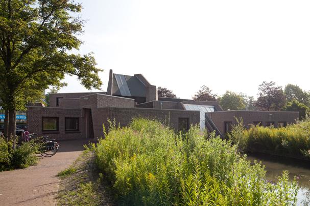 RK Emmauskerk Nieuwegein / Roman Catholic Church Nieuwegein ( A.C. Alberts, A.W. Hamelberg )