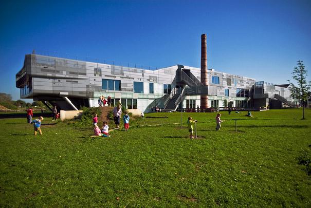 Brede school 't Zand / Community School 't Zand ( VenhoevenCS )