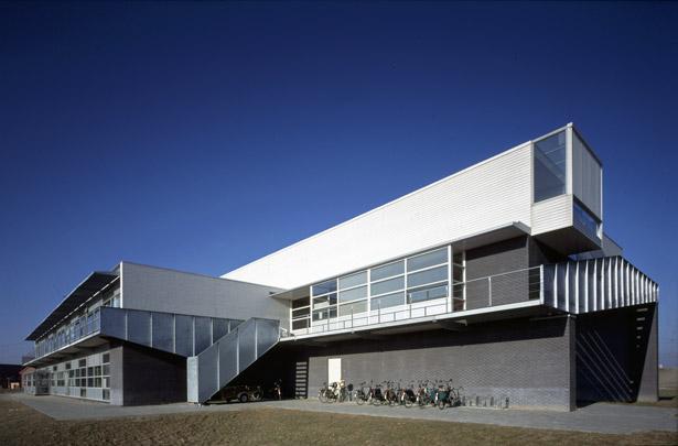 Basisschool De Bombardon / Primary School De Bombardon ( H. Hertzberger )