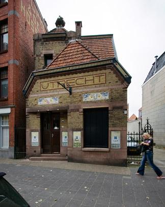 Bijkantoor De Utrecht Leeuwarden / Branch Office De Utrecht Leeuwarden ( J.F. Staal, A.J. Kropholler )