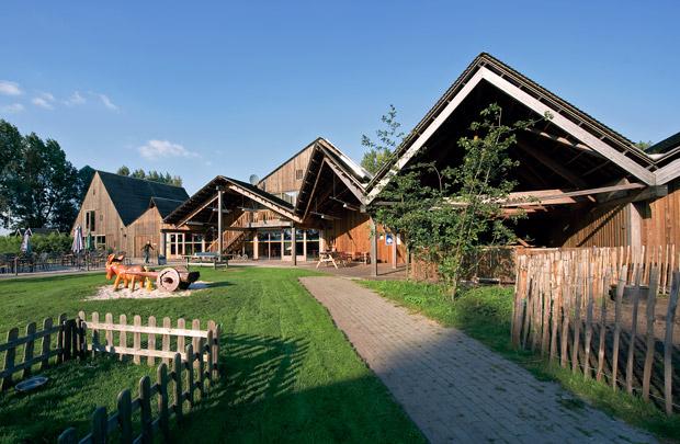 Ecologische zorgboerderij De Mikkelhorst / Ecological Farm for the Disabled De Mikkelhorst ( Onix )
