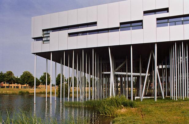 Aluminiumcentrum / Aluminium Centre ( M.J. de Haas )