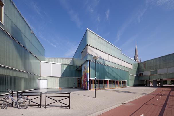Stadhuis en Fulcotheater IJsselstein / Town Hall and Theatre IJsselstein ( UN Studio )