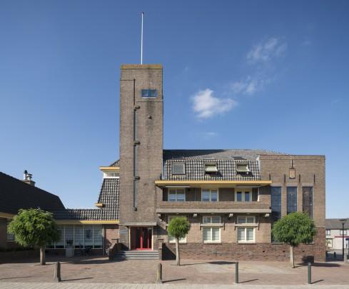 Gemeentehuis Strijen / Town Hall Strijen ( D. Visser, D.H. Lammers )