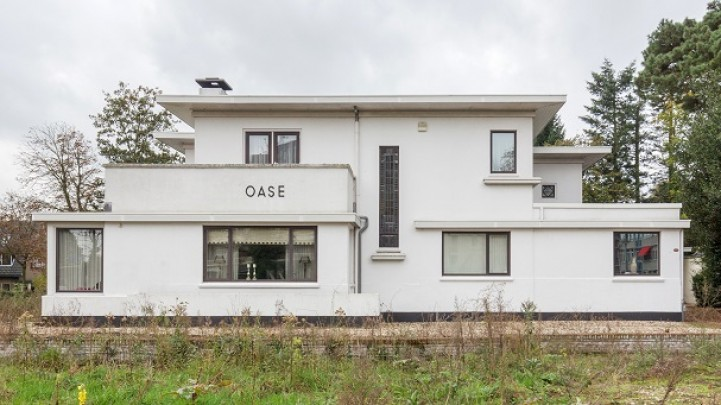 Woonhuis met praktijk Oase  / Private House and practice Oase ( G. Feenstra )
