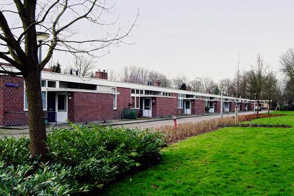 Bejaardenwoningen Slotermeer / Old-Age Dwellings Slotermeer ( A.E. van Eyck, J.C. Rietveld ) 