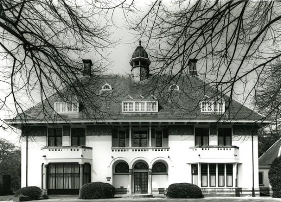 Woonhuis Het Stokhorst / Private House Het Stokhorst ( K.P.C. de Bazel )