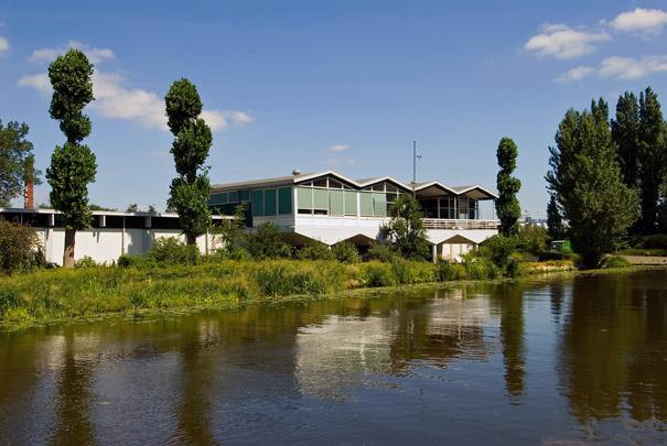 Clubgebouw Algemene Rotterdamse Roeivereniging Skadi / Clubhouse Algemene Rotterdamse Roeivereniging Skadi ( H.H.J. Lelieveldt )