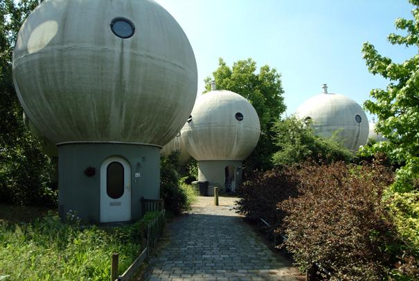 Bolwoningen / Globe Dwellings ( D. Kreijkamp )