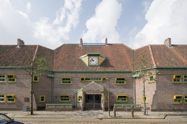 Tehuis voor ouden van dagen Karenhuizen / Old-Age Home Karenhuizen ( J. Duiker, B. Bijvoet )