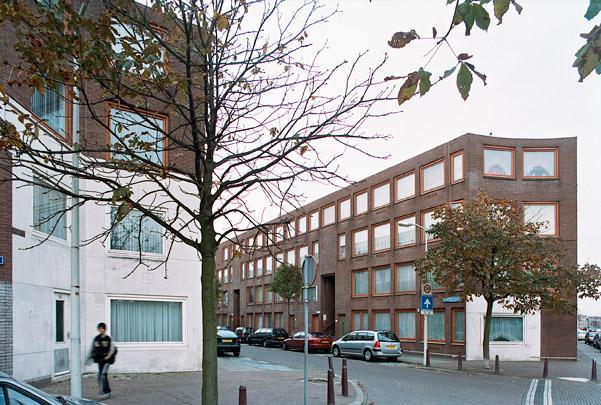 Woningbouw Schilderswijk (Suze Robertsonstraat) / Housing Schilderswijk (Suze Robertsonstraat) ( A.J.M. Siza Vieira )
