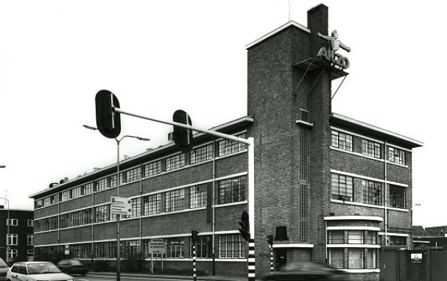 Kantoorgebouw IJzergieterij Nering Bögel / Office Building IJzergieterij Nering Bögel ( J.D. Postma )