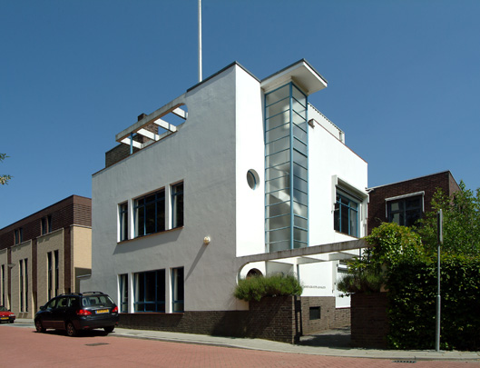 Groene Kruis-gebouw Brunssum  / Home Help Building Brunssum  ( J.L.M. Willems )