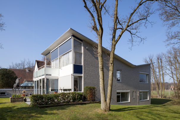 Woonhuis Van der Leeuw (Wassenaar) / Private House Van der Leeuw (Wassenaar) ( P.J. Elling )