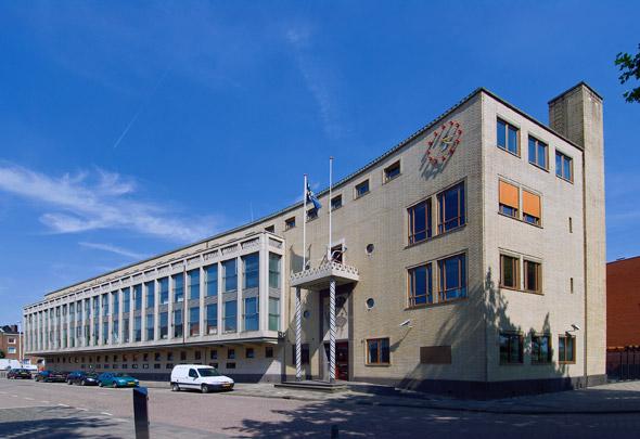 Politiebureau Rotterdam-West / Police Station Rotterdam-West ( L. Voskuyl (Gemeentewerken) )