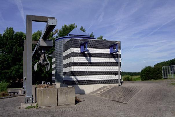 Dijkgraaf W. de Boergemaal / Dijkgraaf W. de Boer Pumping Station ( J. den Hollander )