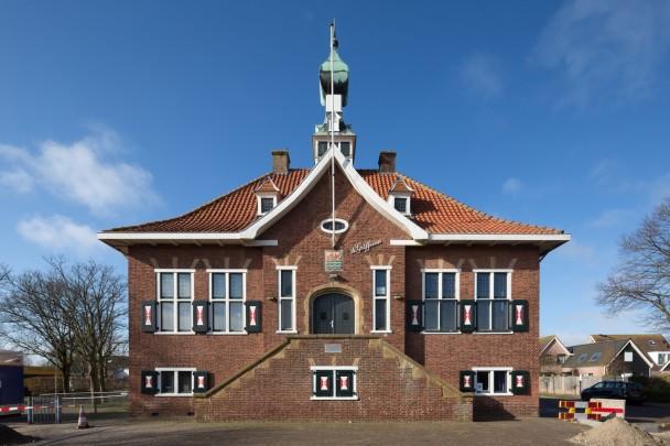 Raadhuis Wolphaartsdijk  / Town Hall Wolphaartsdijk  ( H.A. Pothoven )