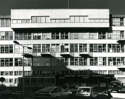 Van Dam Ziekenhuis / Van Dam Hospital ( Brinkman & Van der Vlugt, Brinkman & Van den Broek )