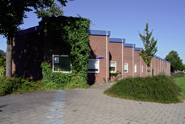 Zaagtandwoningen / Sawtooth Dwellings ( F.J. van Gool )