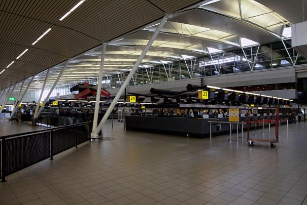 Luchthaven Schiphol met uitbreidingen / Schiphol Airport with Extensions ( M.F. Duintjer, F.C. de Weger, NACO; Benthem & Crouwel )