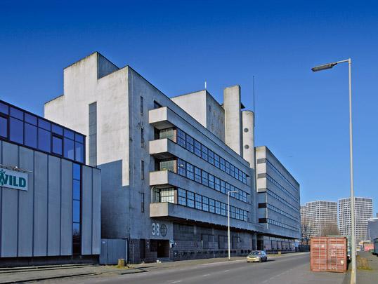 Haka-gebouw / Haka Building ( H.F. Mertens, J. Koeman )