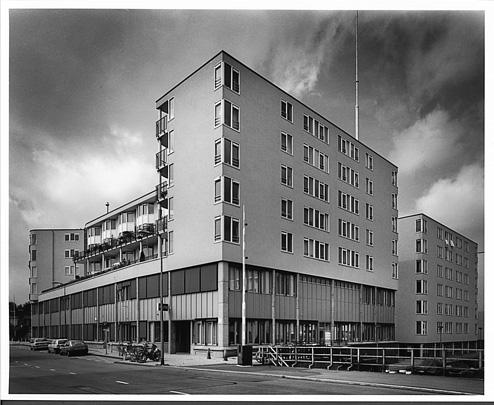 Woningbouw Houtmankade met politiebureau  / Housing Houtmankade with Police Station  ( Th.J.J. Bosch )