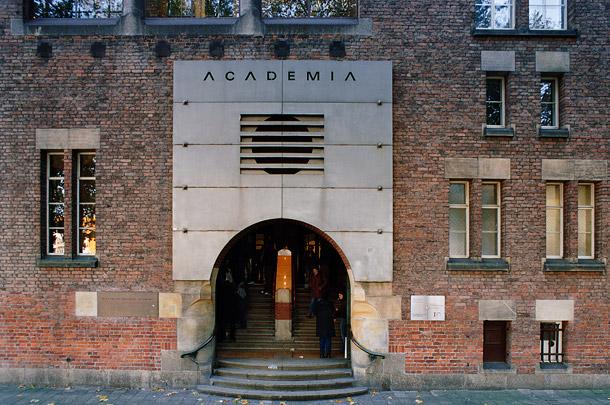 Bankgebouw R. Mees & Zoonen/Akademie voor Beeldende Kunsten / Bank Building R. Mees & Zoonen ( A.J. Kropholler, A.A. van Nieuwenhuijzen )