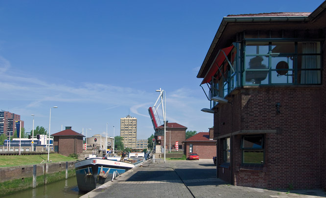Gemaal Parksluizen / Pumping Station Parksluizen ( G.J. van der Grinten i.s.m. Ingenieursbureau Dwars, Heederik & Verheij )