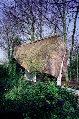 Tuinhuisje De Hut (Park Meerwijk) / Garden House De Hut (Park Meerwijk) ( P.L. Kramer )
