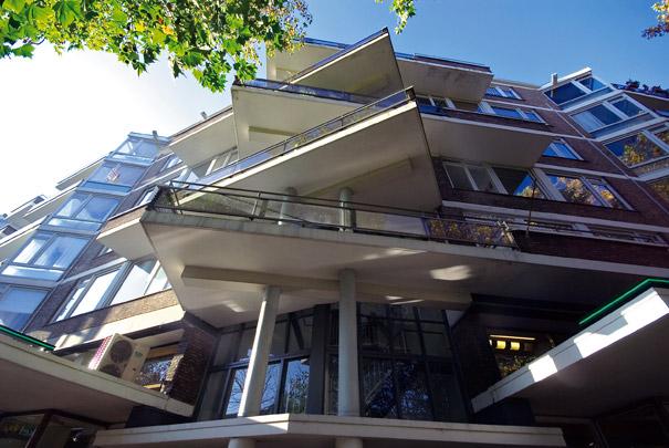 Woningbouw met winkels Mariniersweg / Housing and Shops Mariniersweg ( Van den Broek & Bakema )