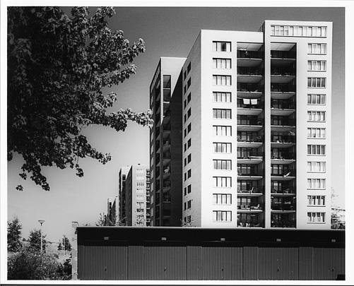 Woongebouwen Koningin Wilhelminaplein / Housing Blocks Koningin Wilhelminaplein ( F.J. van Dongen; K. de Kat; R.H.M. Uytenhaak )