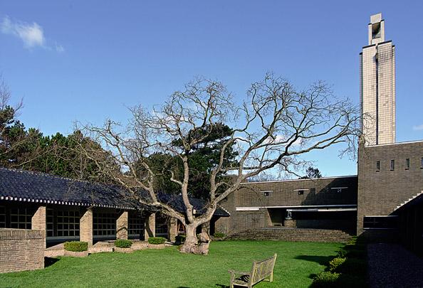 Crematorium Westerveld / Crematorium ( W.M. Dudok, M.A. Poel )