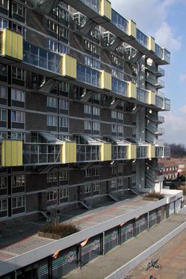 Hangbrugmaisonnettes / Suspension Bridge Maisonettes ( J.P. Kloos )