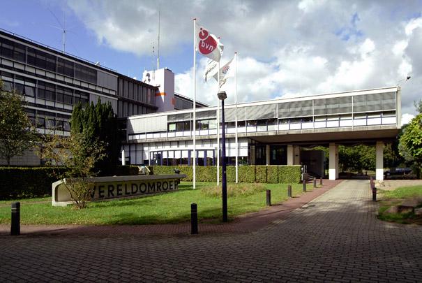Radio Nederland Wereldomroep / World Service Radio Nederland ( Van den Broek & Bakema )