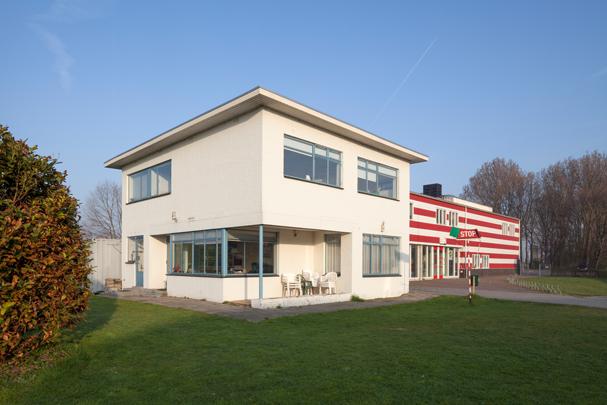 Directeurswoning Vliegveld Ypenburg / Directeurswoning Vliegveld Ypenburg ( M. Zwanenburg )
