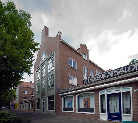Woningbouw met winkels Oostzeedijk Beneden / Housing and Shops Oostzeedijk Beneden ( E.H.A. & H.M.J.H. Kraaijvanger )