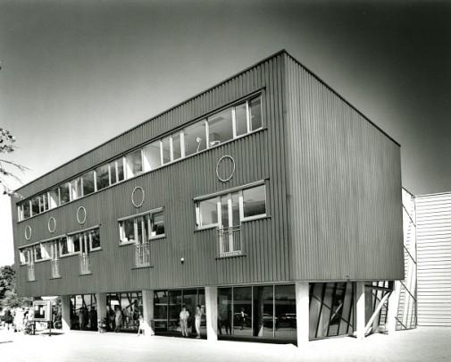 Sociaal-cultureel centrum De Omval / Social and Cultural Centre De Omval ( Sj. Soeters )