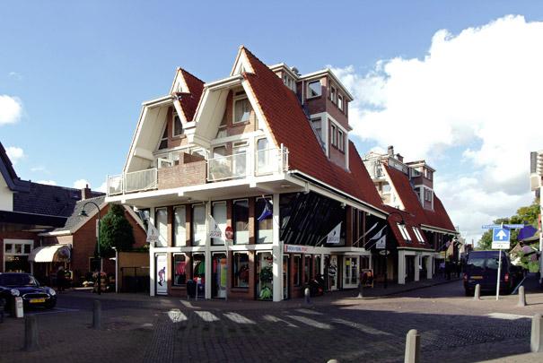 Woningbouw met winkels De Postkoets / Housing and shops De Postkoets ( J. Verhoeven )