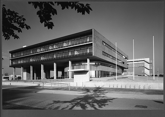 Kantoorgebouw Mega Roermond / Office Building Mega Roermond ( J.M.J. Coenen )
