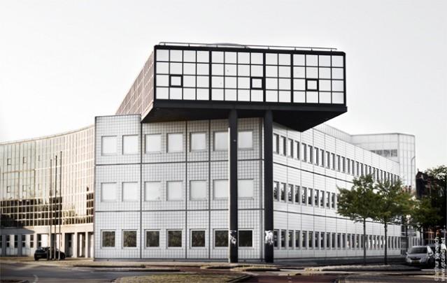 Kantoorgebouw PTT Telecom Groningen / Office Building PTT Telecom Groningen ( A. Bonnema )