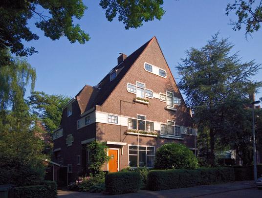 Twee dubbele woonhuizen Essenlaan  / Two double Private Houses Essenlaan  ( W. Kromhout Czn. )