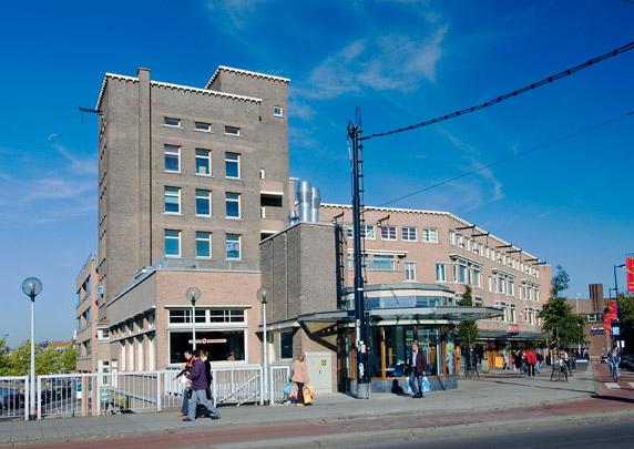 Woningbouw met winkels Mathenesserplein / Housing and Shops Mathenesserplein ( J.H. van den Broek )