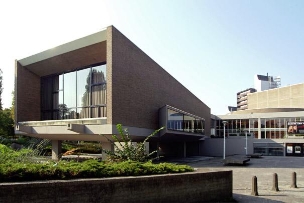Schouwburg Nijmegen / Theatre Nijmegen ( G.H.M. Holt, B. Bijvoet )