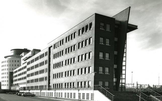Rijkskantoorgebouw Hanzeland / Government Office Building Hanzeland ( Karelse Van der Meer )