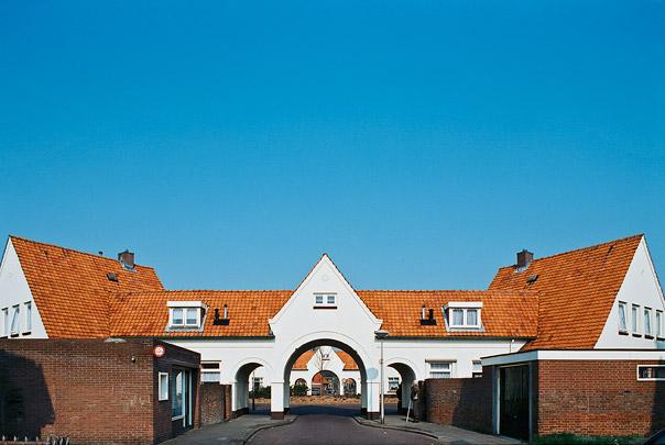 Woningbouw Pathmos / Housing Pathmos ( W.K. de Wijs, A.H. Op ten Noort )