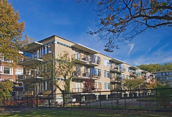 Woningbouw De Eendracht / Housing De Eendracht ( J.H. van den Broek )