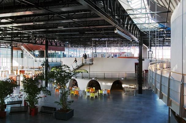 Multifunctioneel centrum De Meerpaal / Multi-function Centre De Meerpaal ( F. van Klingeren )
