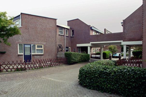 Stadsvernieuwing Sluisdijk / Urban Redevelopment ( W.J. Brinkman, H. Klunder, J. Verhoeven, N. Witstok )